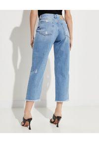 Pinko - PINKO - Jeansy z biżuteryjną aplikacją Maddie. Stan: podwyższony. Kolor: niebieski. Wzór: aplikacja. Styl: glamour, elegancki