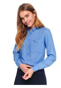 Niebieska koszula TOP SECRET na co dzień, z klasycznym kołnierzykiem, w kolorowe wzory, na wiosnę