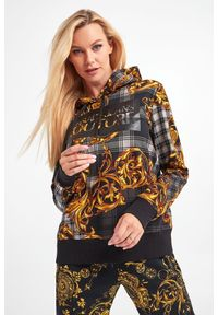 Versace Jeans Couture - BLUZA VERSACE JEANS COUTURE. Typ kołnierza: kaptur. Materiał: materiał. Długość rękawa: długi rękaw. Długość: długie