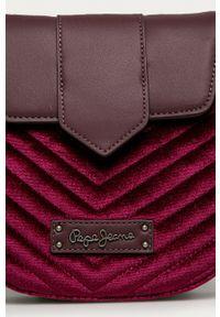 Pepe Jeans - Torebka Claris. Kolor: czerwony. Materiał: pikowane. Rodzaj torebki: na ramię