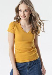 Born2be - Camelowy T-shirt Aegameda. Materiał: dzianina. Długość rękawa: krótki rękaw. Długość: krótkie
