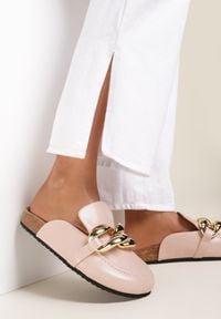 Renee - Różowe Klapki Arrieda. Nosek buta: okrągły. Kolor: różowy. Wzór: gładki, aplikacja. Sezon: lato, wiosna