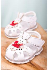 Casu - białe sandały niemowlęce niechodki na rzep z króliczkami casu x806a. Zapięcie: rzepy. Kolor: biały