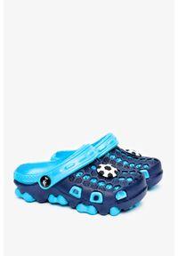 Casu - Granatowe klapki piankowe basenowe z ozdobą casu t820-2. Kolor: niebieski. Wzór: aplikacja