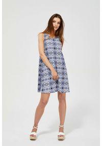 MOODO - Dzianinowa sukienka z nadrukiem. Okazja: do pracy, na co dzień, na plażę. Materiał: dzianina. Wzór: nadruk. Typ sukienki: proste, trapezowe. Styl: casual