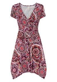 Sukienka boho bonprix czerwono-biały w kwiaty. Kolor: czerwony. Wzór: kwiaty. Styl: boho