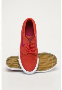 Czerwone buty sportowe Nike Kids z okrągłym noskiem, na sznurówki