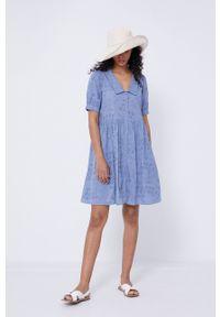 medicine - Medicine - Sukienka Essential. Kolor: niebieski. Materiał: tkanina. Długość rękawa: krótki rękaw. Wzór: gładki. Typ sukienki: rozkloszowane
