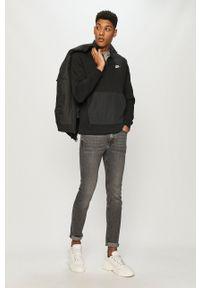 Nike Sportswear - Bluza. Okazja: na co dzień. Kolor: czarny. Materiał: dzianina. Długość: krótkie. Wzór: nadruk. Styl: casual