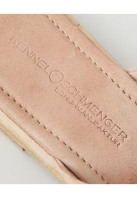 KENNEL&SCHMENGER - Beżowe klapki z zamszowej skóry. Kolor: beżowy. Materiał: zamsz, skóra. Wzór: paski