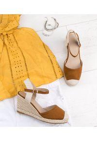 Brązowe sandały SIXTH SENS ze sprzączką, na lato, w kolorowe wzory, klasyczne