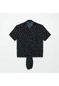 Cropp - Koszula z wiązaniem u dołu - Czarny. Kolor: czarny
