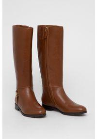 Lauren Ralph Lauren - Kozaki skórzane. Nosek buta: okrągły. Kolor: brązowy. Materiał: skóra. Szerokość cholewki: normalna. Obcas: na koturnie. Wysokość obcasa: niski