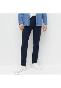 Reserved - Tkaninowe spodnie slim - Granatowy. Kolor: niebieski. Materiał: tkanina