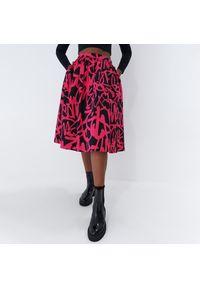 Mohito - Rozkloszowana spódnica - Czarny. Kolor: czarny