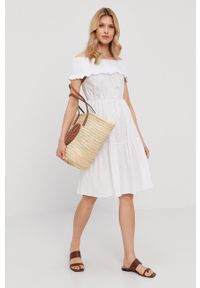 Patrizia Pepe - Sukienka. Typ kołnierza: dekolt hiszpanka. Kolor: biały. Materiał: tkanina. Wzór: gładki. Typ sukienki: rozkloszowane