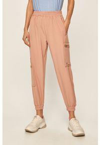 Różowe spodnie materiałowe ANSWEAR na co dzień, casualowe