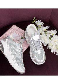 Szare buty sportowe N/M na co dzień, na średnim obcasie