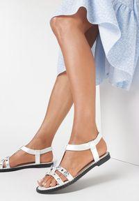 Born2be - Srebrne Sandały Oline. Nosek buta: okrągły. Zapięcie: bez zapięcia. Kolor: srebrny. Materiał: skóra ekologiczna. Wzór: kwiaty, paski, aplikacja. Obcas: na obcasie