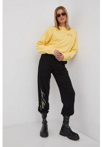 Billabong - Bluza x Wrangler. Kolor: żółty. Materiał: bawełna. Długość rękawa: długi rękaw. Długość: długie. Wzór: aplikacja