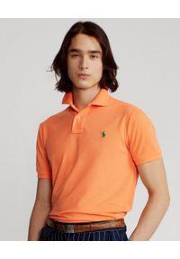Ralph Lauren - RALPH LAUREN - Pomarańczowa koszulka polo The Earth Custom Slim Fit. Okazja: na co dzień. Typ kołnierza: polo. Kolor: pomarańczowy. Materiał: tkanina, poliester, prążkowany. Długość: długie. Wzór: haft. Styl: casual, klasyczny