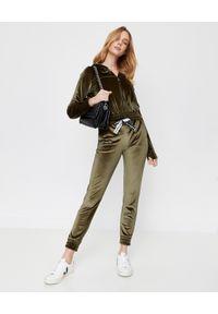 CUORI e PICCHE - Bluza khaki TRICK z aksamitu. Typ kołnierza: kaptur. Kolor: zielony. Materiał: dresówka. Długość rękawa: długi rękaw. Długość: długie. Styl: klasyczny