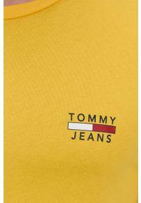 Tommy Jeans - T-shirt bawełniany. Okazja: na co dzień. Kolor: żółty. Materiał: bawełna. Wzór: gładki. Styl: casual