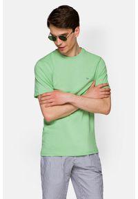 Lancerto - Koszulka Pistacjowa Mark. Okazja: na co dzień. Kolor: zielony. Materiał: włókno, materiał, bawełna. Wzór: aplikacja. Sezon: lato, jesień, wiosna, zima. Styl: klasyczny, casual