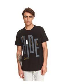 TOP SECRET - T-shirt z nadrukiem. Okazja: na co dzień. Kolor: czarny. Materiał: tkanina. Długość rękawa: krótki rękaw. Długość: krótkie. Wzór: nadruk. Sezon: jesień. Styl: klasyczny, casual