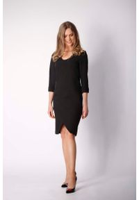 Nommo - Czarna Klasyczna Prosta Sukienka z Asymetrycznym Rozporkiem. Kolor: czarny. Materiał: wiskoza, poliester. Typ sukienki: proste, asymetryczne. Styl: klasyczny