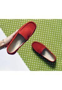 Zapato - mokasyny damskie - skóra naturalna - model 001 - kolor czerwony. Zapięcie: bez zapięcia. Kolor: czerwony. Materiał: skóra. Wzór: kwiaty, kolorowy. Sezon: wiosna, lato. Obcas: na obcasie. Styl: klasyczny. Wysokość obcasa: niski