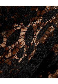 SELF PORTRAIT - Czarna koronkowa sukienka midi. Kolor: czarny. Materiał: koronka. Wzór: ażurowy, koronka. Styl: elegancki. Długość: midi