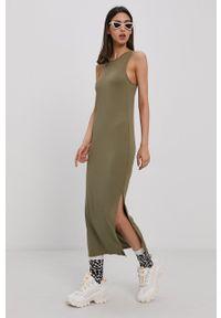Superdry - Sukienka. Kolor: zielony. Materiał: włókno, dzianina. Wzór: gładki. Typ sukienki: dopasowane
