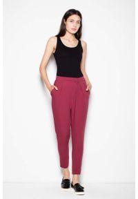Venaton - Bordowe Damskie Spodnie z Zaszewkami. Kolor: czerwony. Materiał: poliester, wiskoza, elastan