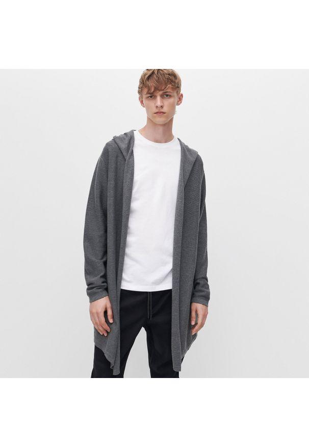 Szary sweter Reserved z kapturem, długi