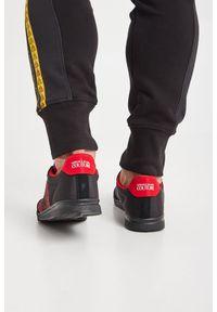 Sneakersy Versace Jeans Couture z okrągłym noskiem, z aplikacjami, na sznurówki