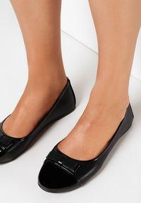 Born2be - Czarne Balerinki Wylineva. Nosek buta: okrągły. Zapięcie: bez zapięcia. Kolor: czarny. Materiał: lakier, skóra ekologiczna. Wzór: gładki. Obcas: na płaskiej podeszwie. Styl: elegancki
