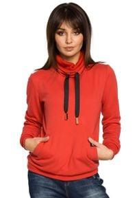 MOE - Czerwona Bluza z Wysokim Kołnierzem. Kolor: czerwony. Materiał: wiskoza, poliester, bawełna