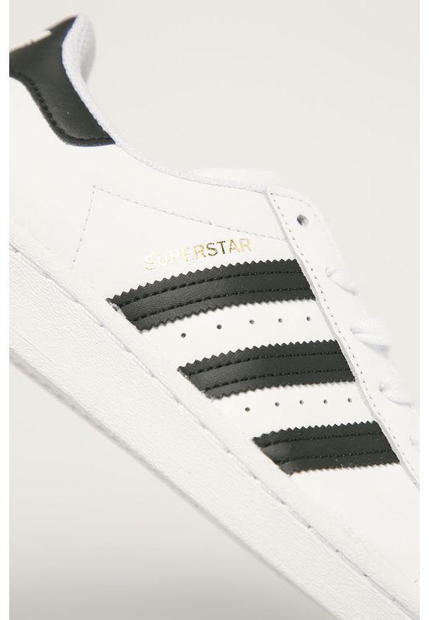 Białe buty sportowe adidas Originals z cholewką, z okrągłym noskiem, na sznurówki