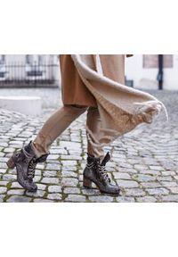 Zapato - botki - skóra naturalna - model 451 - kolor wąż. Wysokość cholewki: za kostkę. Materiał: skóra. Sezon: wiosna, zima, jesień. Obcas: na obcasie. Styl: rockowy, klasyczny, elegancki, boho. Wysokość obcasa: średni