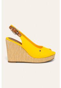 Żółte sandały TOMMY HILFIGER na klamry, na koturnie