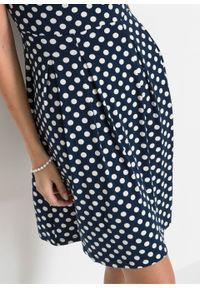 Sukienka z dżerseju bonprix ciemnoniebiesko-biel wełny w kropki. Kolor: niebieski. Materiał: wełna, jersey. Wzór: kropki. Sezon: lato