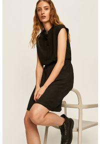 Czarna sukienka Answear Lab rozkloszowana, na co dzień, mini, ze stójką