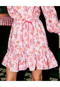 LOVE & ROSE - Spódnica w kwiaty Prince. Kolor: różowy, fioletowy, wielokolorowy. Materiał: tkanina, elastan, bawełna. Wzór: kwiaty. Sezon: jesień