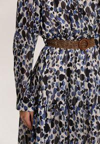 Renee - Niebieska Sukienka Mossaxe. Kolor: niebieski. Materiał: tkanina. Długość rękawa: długi rękaw. Typ sukienki: kopertowe. Długość: midi