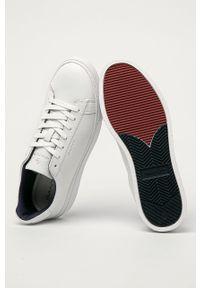 Białe sneakersy GANT na sznurówki, z cholewką, z okrągłym noskiem