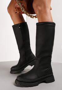 Renee - Czarne Kozaki Savyphe. Wysokość cholewki: przed kolano. Nosek buta: okrągły. Zapięcie: zamek. Kolor: czarny. Szerokość cholewki: normalna. Wzór: aplikacja. Obcas: na obcasie. Wysokość obcasa: średni