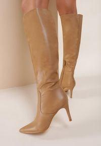 Renee - Beżowe Kozaki Vanillashadow. Wysokość cholewki: przed kolano. Nosek buta: szpiczasty. Kolor: beżowy. Szerokość cholewki: normalna. Wzór: gładki