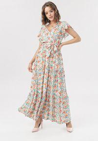 Born2be - Różowa Sukienka Laishi. Kolor: różowy. Długość rękawa: krótki rękaw. Wzór: kwiaty. Typ sukienki: kopertowe. Długość: maxi
