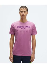 North Sails - NORTH SAILS - Fioletowy t-shirt z monochromatycznym nadrukiem. Kolor: różowy, wielokolorowy, fioletowy. Materiał: bawełna. Wzór: nadruk